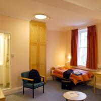 En-suite room Eleanor Lodge
